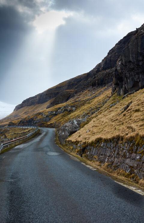 Vejen bugter sig på Færøerne.